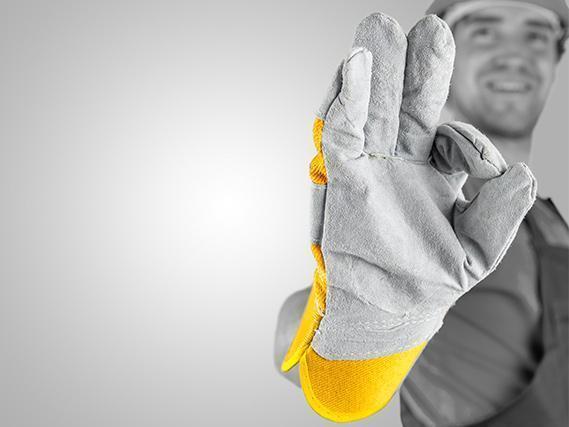 Mężczyzna w rękawicy